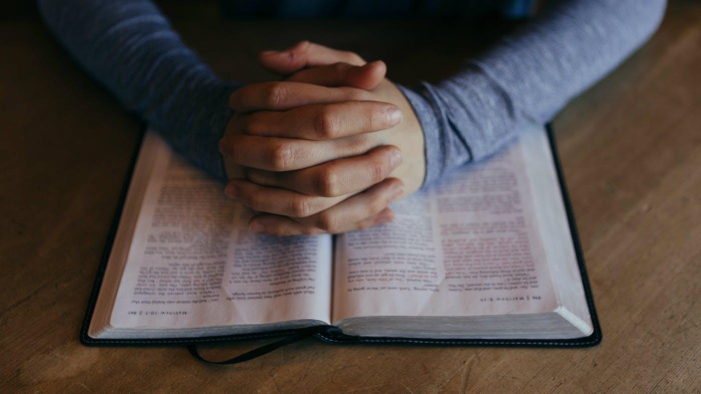 Prendidos de la mano de Jesucristo debemos prepararnos para la guerra espiritual.