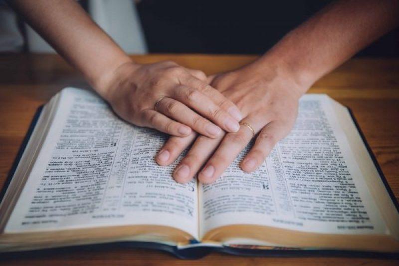 Permita que Dios le enseñe por las Escrituras acerca de la Guerra Espiritual.