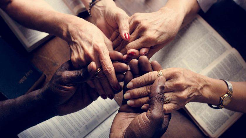 Conforme grupos de oración y de liberación.