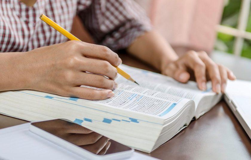 La Hermenéutica Bíblica nos ayuda en nuestro proceso formativo.