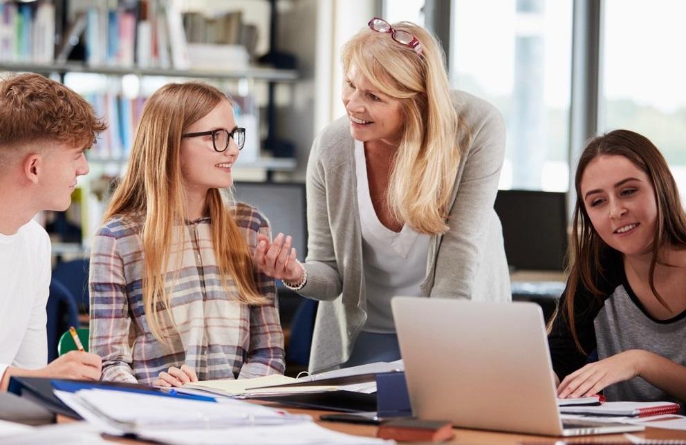 Reviste singular importancia la labor del Capellán en el sector educativo